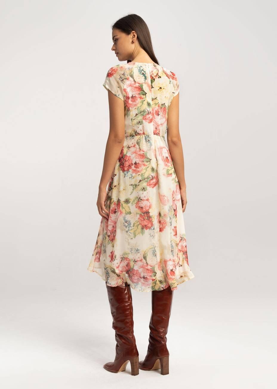 Długa sukienka wiązana przy dekolcie