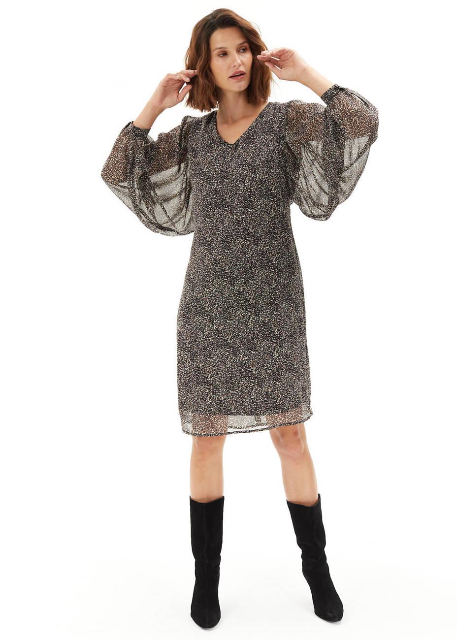 Sukienka delikatnie taliowana w cętki